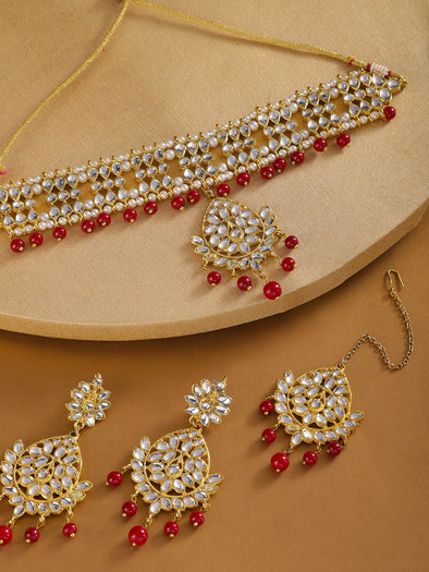 Karatcart Maroon Kundan Choker Necklace with Earrings and Maangtikka