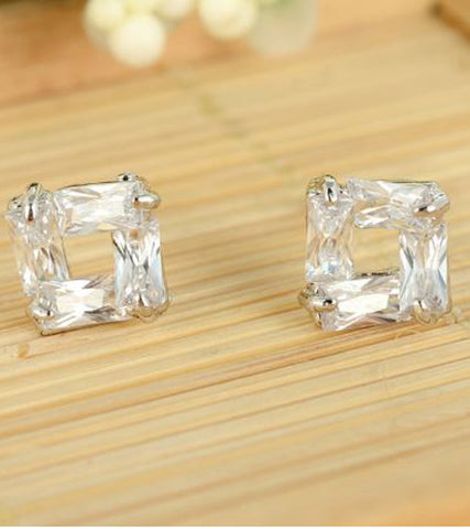 Karatcart Platinum Plated Daily Wear Austrian Crystal Stud Earrings
