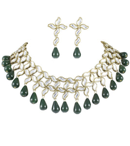 Karatcart Aanvi Green Brass Choker Necklace