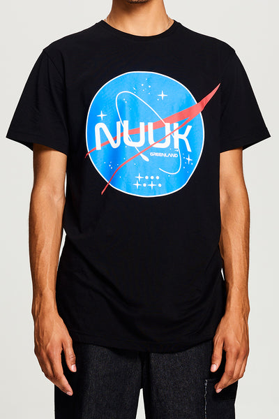 BIBI CHEMNITZ Nuuk Space T-shirt in soft black cotton.