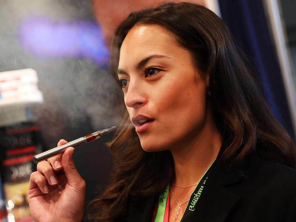 Jordan Michelle vapes a CBD oil made from hemp at the Cannabis World Congress Conference