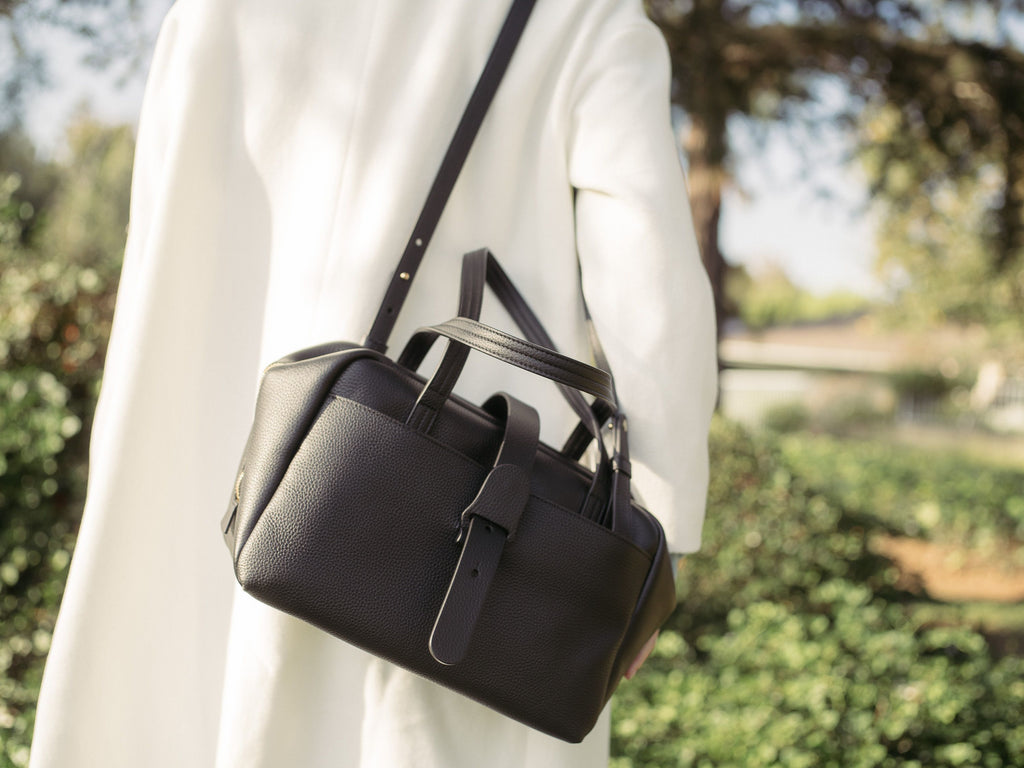 Italian Leather Handbags: Why You Should Carry One Every Day