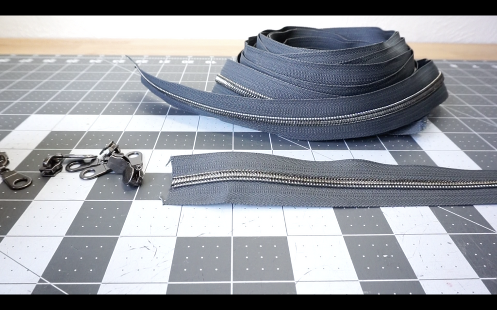 A PfitzSewSwell Tutorial: Adding zipper pulls to continuous zipper chain