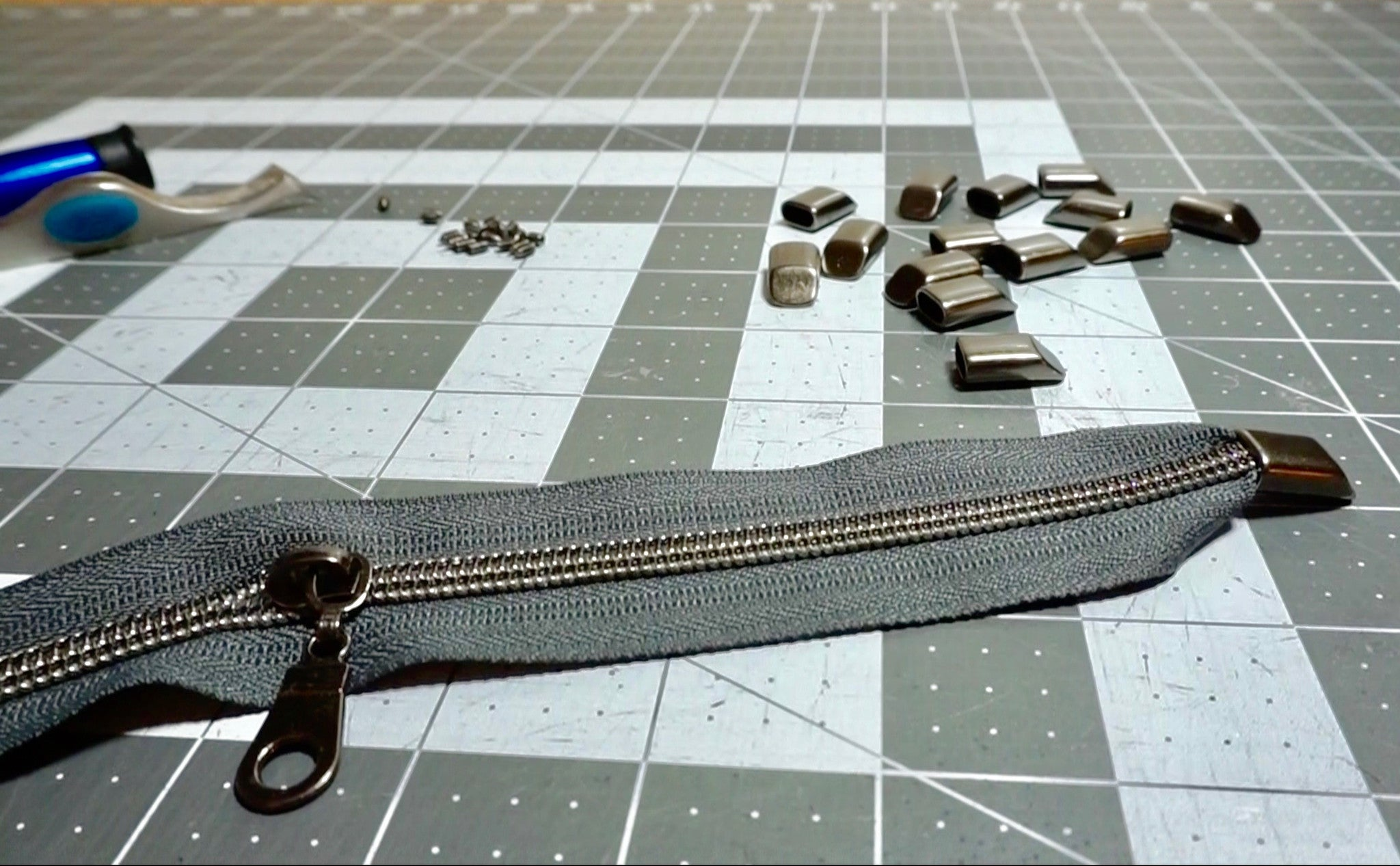 A PfitzSewSwell Tutorial: Adding zipper ends to continuous zipper chain