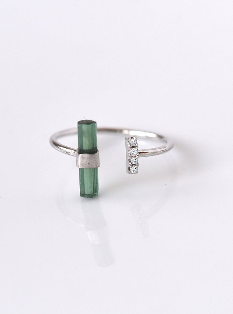 18K Solid White Gold Green Tourmaline Bar Ring with Diamond