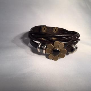 Leather Multi-strand Flower Bracelet-Bracelet-Hallvaror-Gift_Ideas-Clothing-Jewelry-Accessories