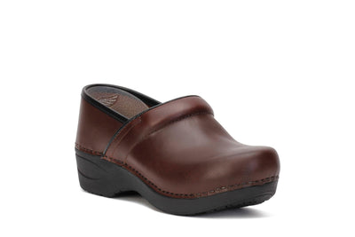 dansko-womens-clog-shoes-xp-2-0-pull-up-brown-leather-3950-530202-3/4shot