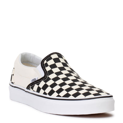 vans-mens-classic-slip-on-sneakers-black-white-checkerboard-white-vn000eyebww-3/4shot