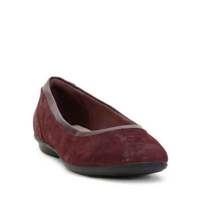 clarks-womens-flat-shoes-gracelin-mara-aubergine-suede-26128607-3/4shot