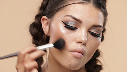 Step 8 Step up that selfie game with this hot makeup look