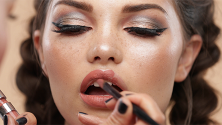 Step 9 Step up that selfie game with this hot makeup look