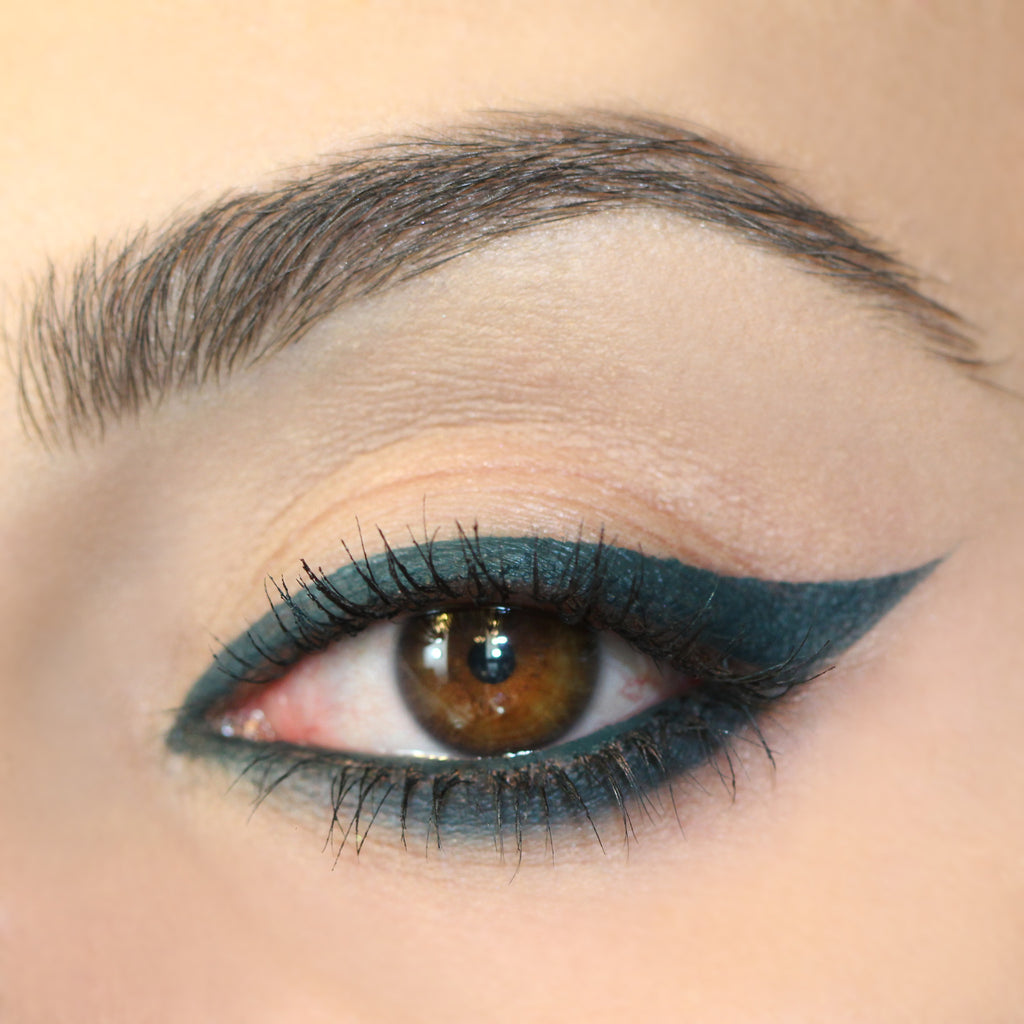 Fast Line teal Creme Gel eye liner Pot winged eye