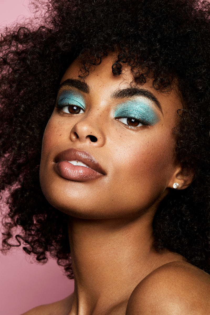 Bungalow metallic vibrant peacock teal Jelly Much eyeshadow on model