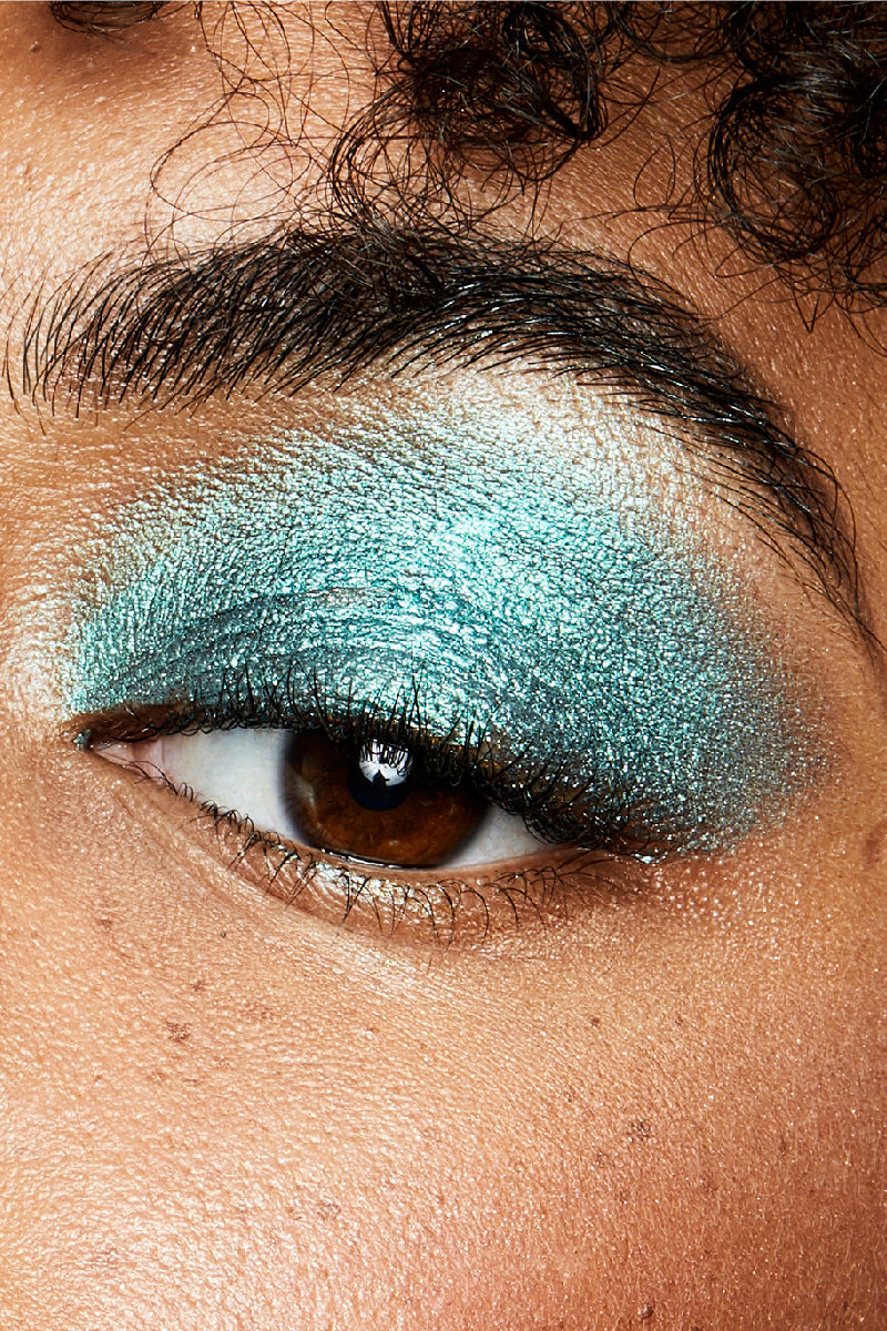 Bungalow metallic vibrant peacock teal Jelly Much Eyeshadow on model close-up