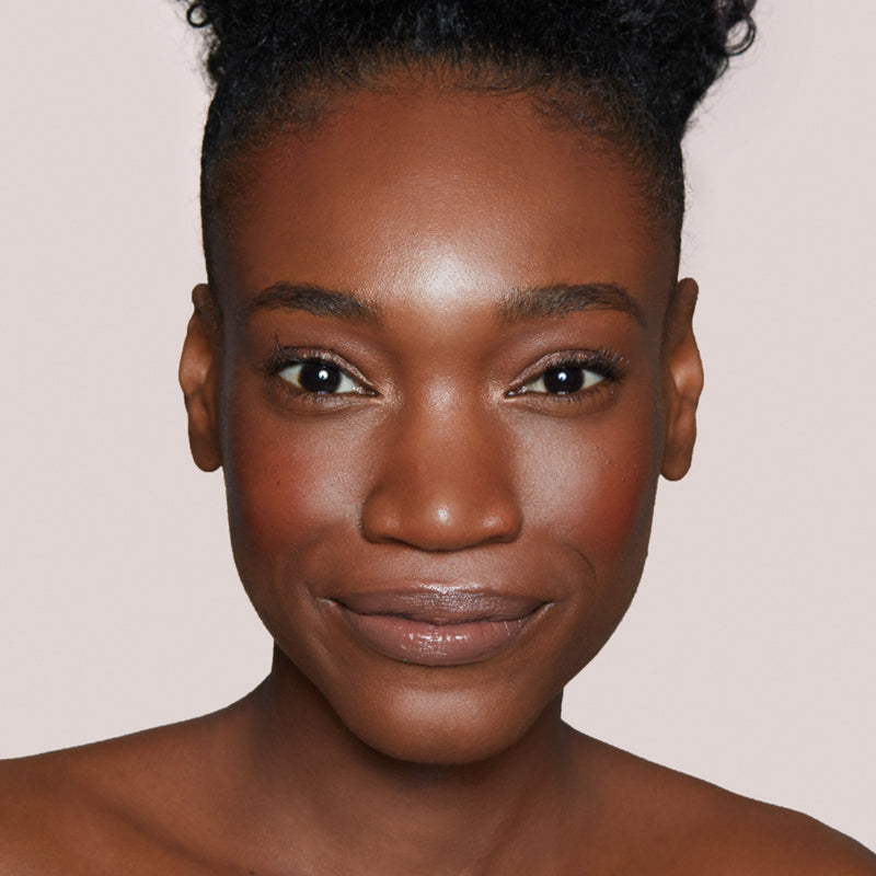 Deep Dark 200 N No Filter Natural Matte Neutral foundation for deep dark skin tones on model