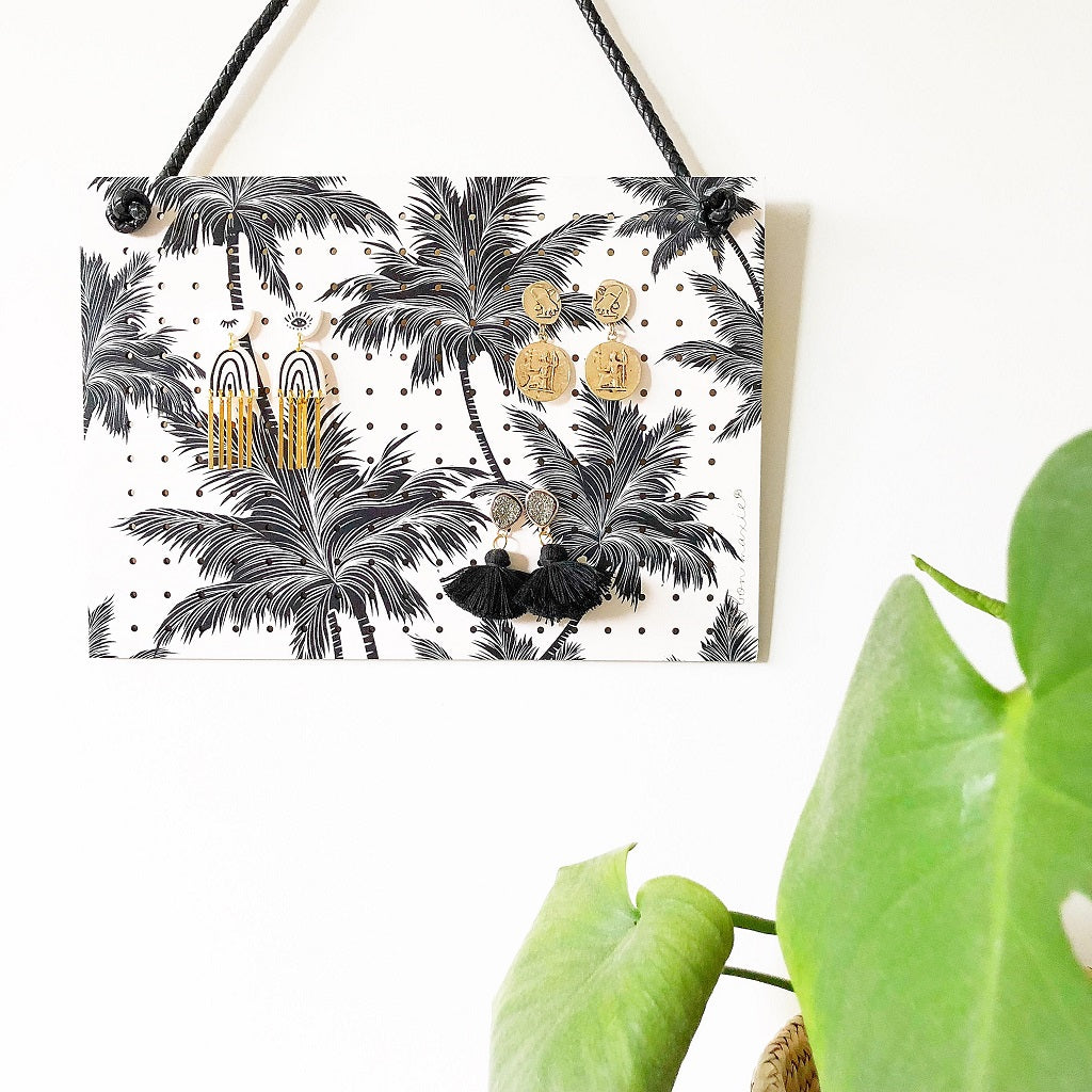 MID VINTAGE PALM HANGING EARRING HOLDER