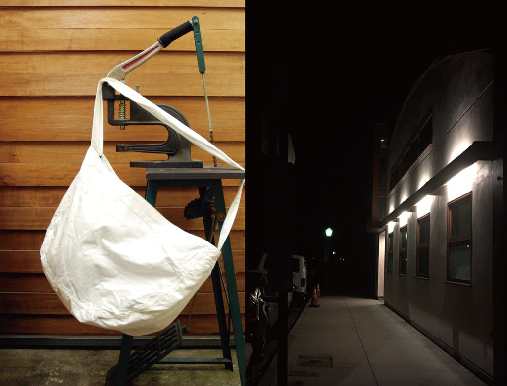 0001.1.A NEWS PAPER BAG /WHITE