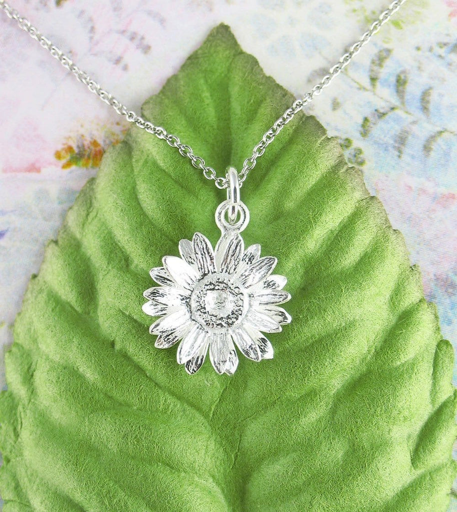 Daisy Necklace in Sterling Silver