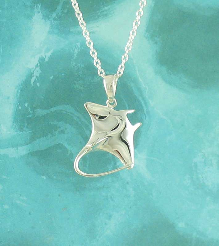 Gleaming Stingray with Whipping Tail Necklace
