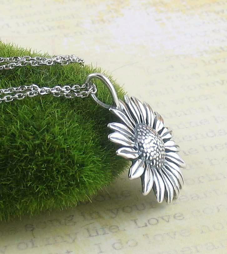 Lively Sunflower Necklace - woot & hammy