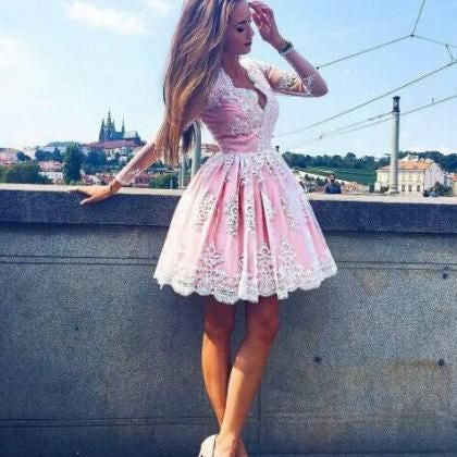 Long Sleeves Tulle Knee-Length Homecoming Dress with Appliques