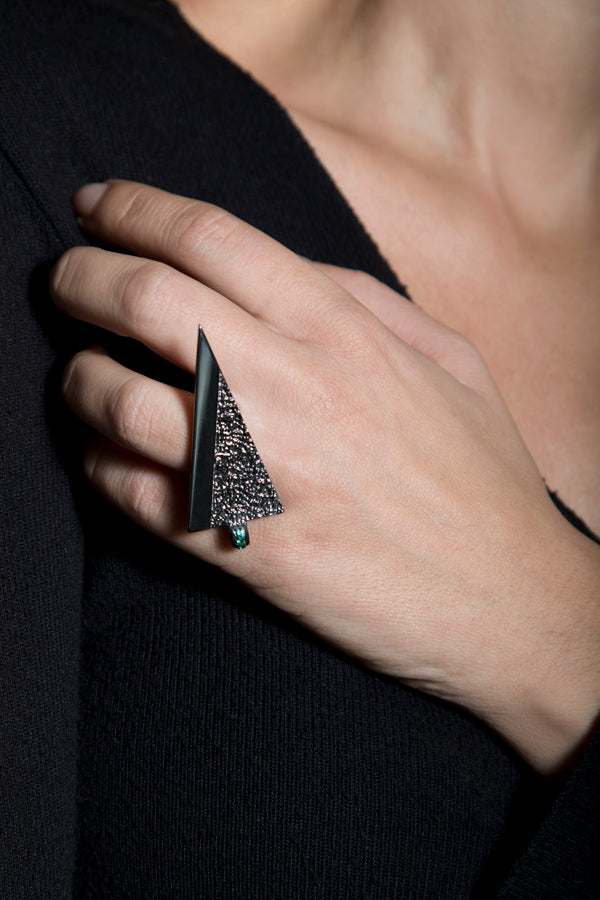 On the edge ... Statement ring