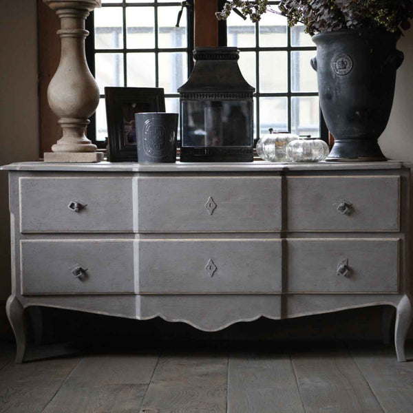 Sideboard/Chest of drawers