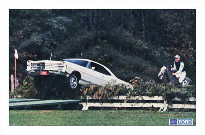 Ford Galaxie 1967 jumping the Steeple Chase