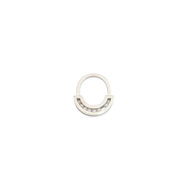 Flow ring silver pearls front