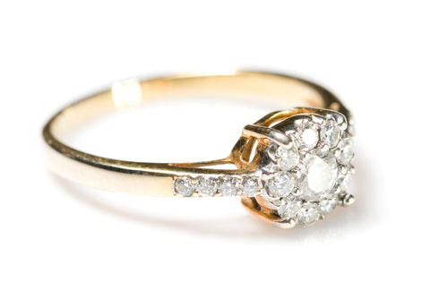 Ultrasonic Jewellery cleaners image of a diamond ring