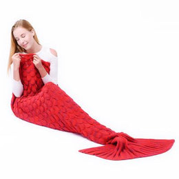 Scalloped Mermaid Tail Blanket (Red)