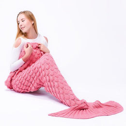 Scalloped Mermaid Tail Blanket (Pink)