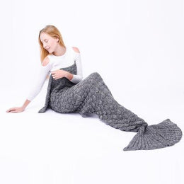 Scalloped Mermaid Tail Blanket (Grey)