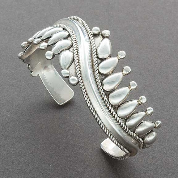 Vintage Navajo Bracelet All Silver With Raindrops