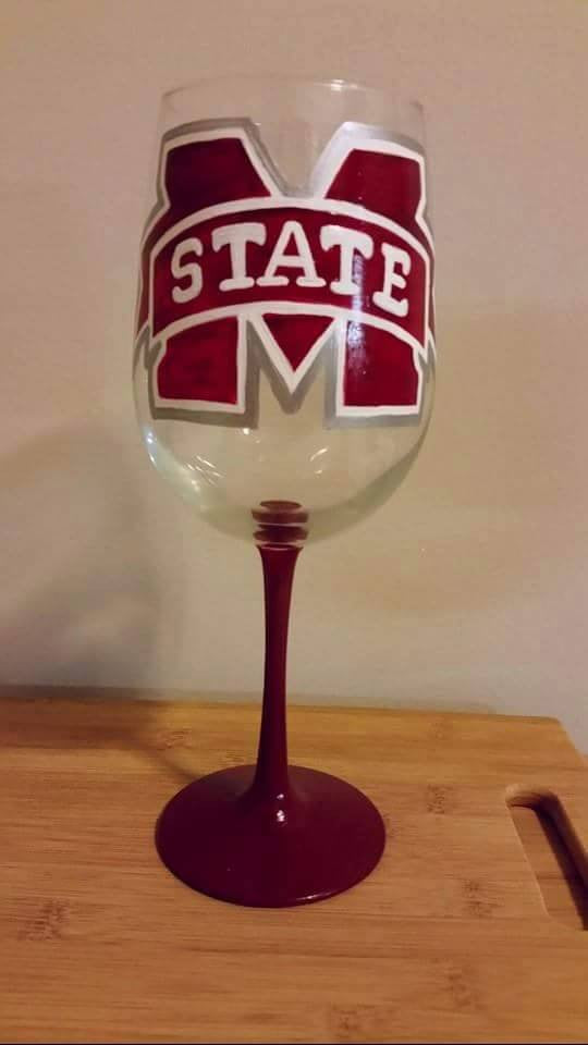 Mississippi State Bulldogs hand painted 19 oz wine glass