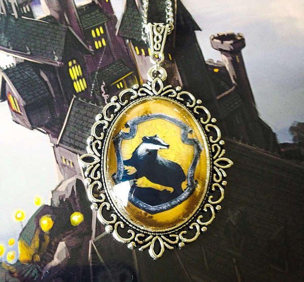 Hogwarts House Crest Large Necklace (Slytherin, Ravenclaw, Gryffindor, Hufflepuff) - Belle Regalia - 4