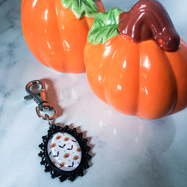 Halloween keyring - halloween keychain - halloween gift idea - pumpkins and bats - halloween pattern - spooky gift - goth keyring - gothic - Belle Regalia