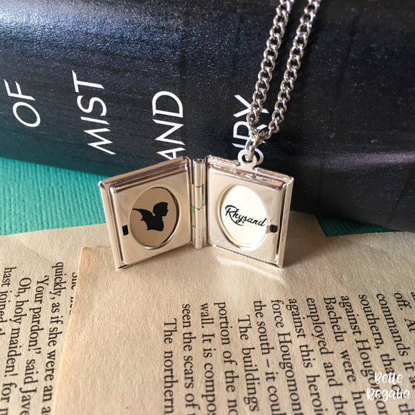 Sarah J Maas locket - Book Boyfriend