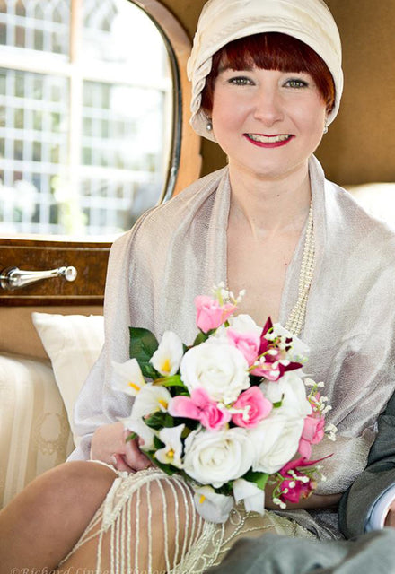 The bride wearing her 1920s Inès cloche hat