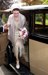 The bride wearing her ivory satin Anna Chocola 1920s cloche hat
