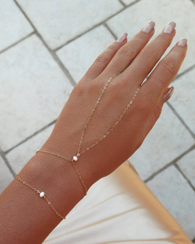 FRESHWATER PEARL HAND-CHAIN