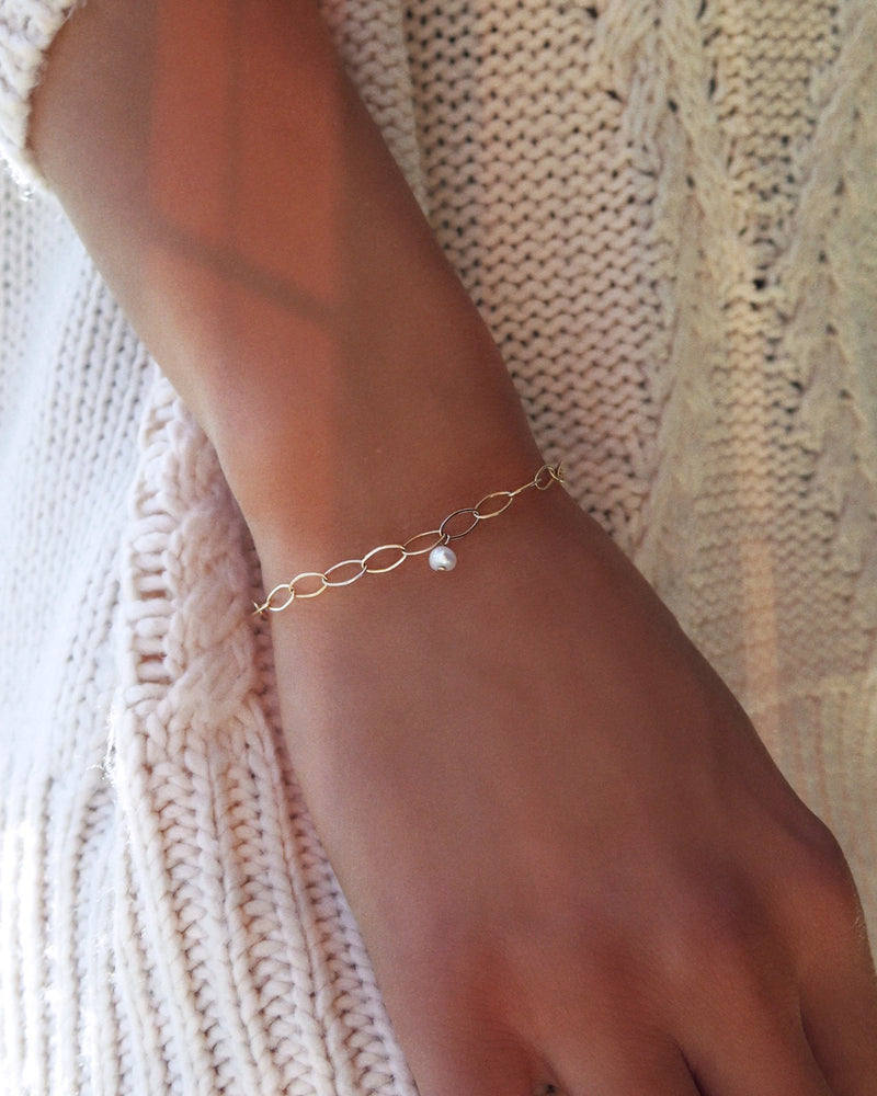FRESHWATER PEARL OVAL CHAIN BRACELET- 14k Yellow Gold