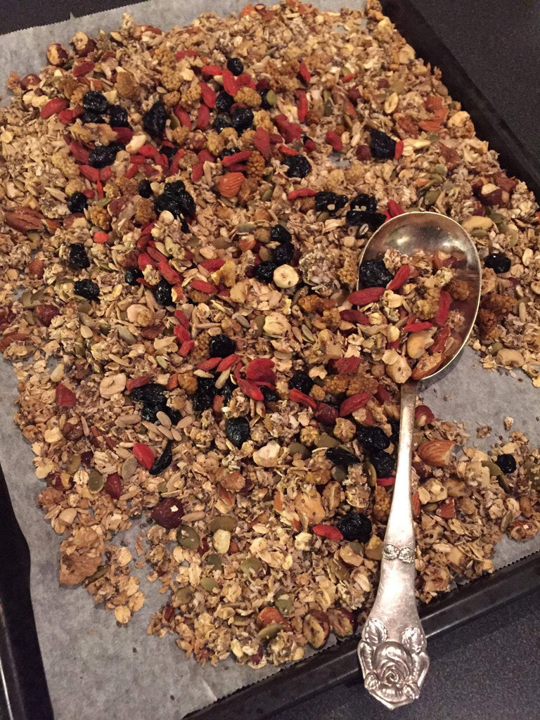 Granola med superseeds från punchfood.