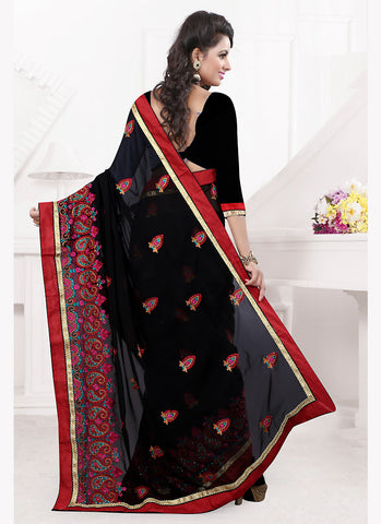 Black Color Saree With Eye-catching Embroidered Pallu