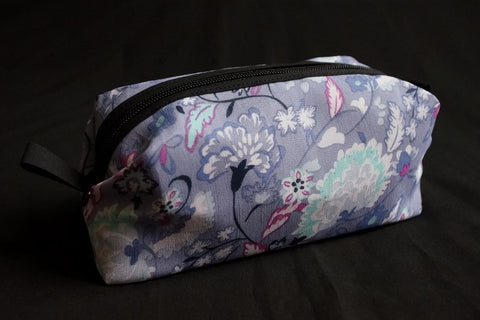 5158 Lilac accessory bag with a beautiful flower design