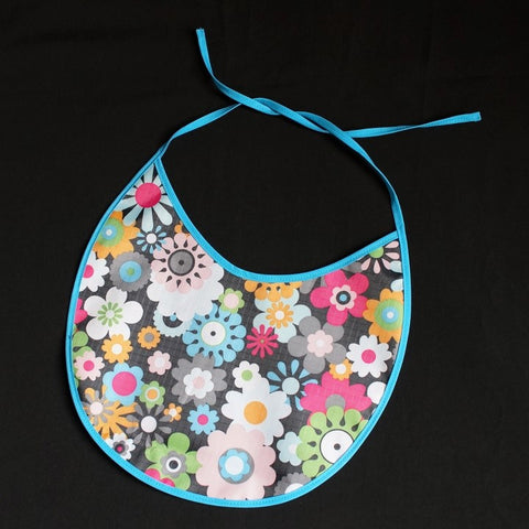 7032 7033 Baby Bib with cute flower pattern and blue bordure