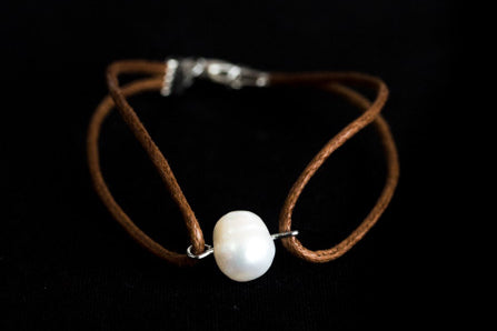 Leather Bracelet with Freshwater Pearl (Also available in black)
