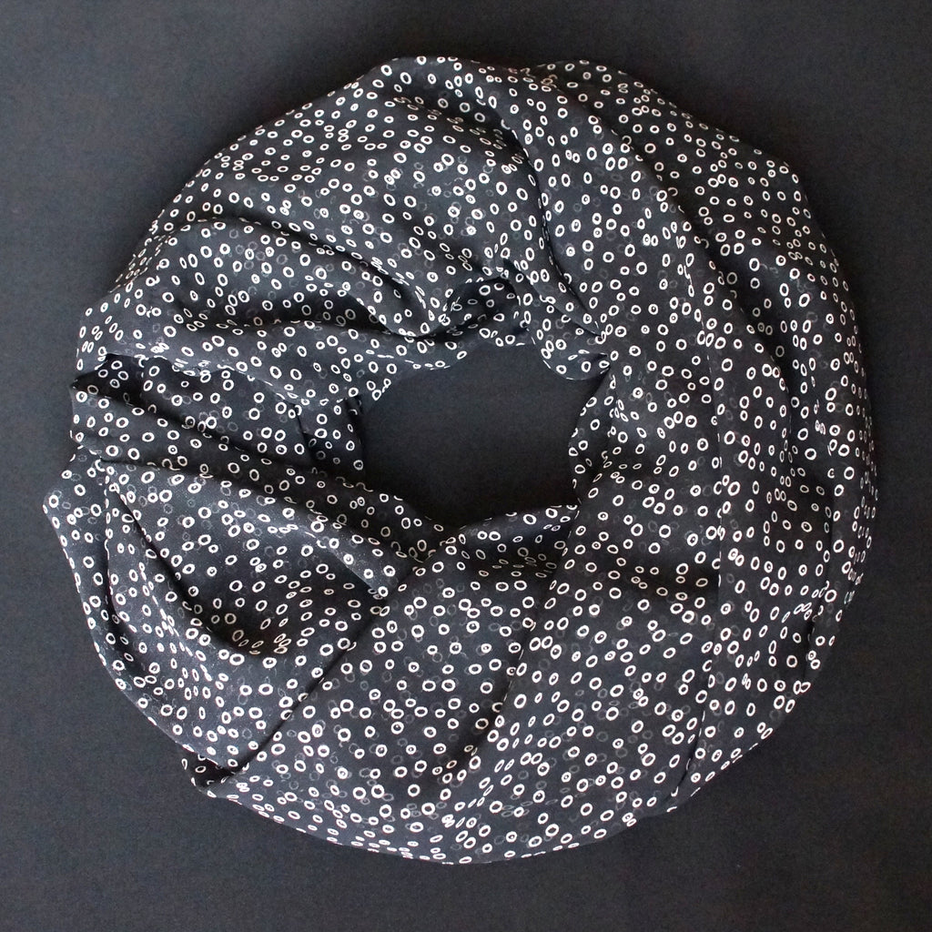 Black scarf with small white dots (9196)