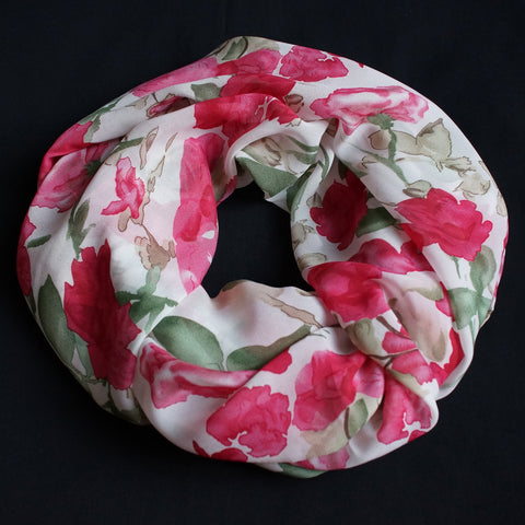 Beautiful scarf with big pink roses (9203)