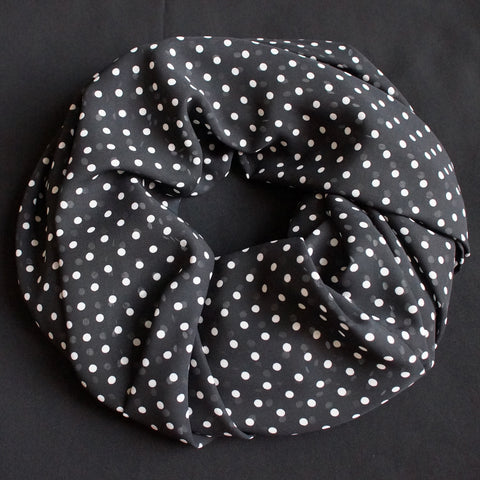 Black scarf with white dots (9204)